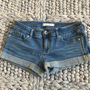 Cute Bullhead cuffed jean shorts